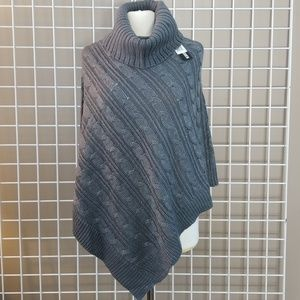 STEVE MADDEN Chunky Cable Knit Poncho